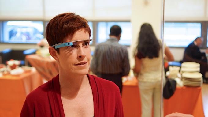 Google Glass vietati al volante, un'automobilista è stata multata