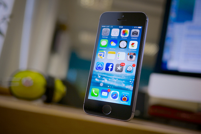 iPhone, fotocamera frontale e flash mimetizzati